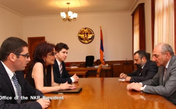 огромная работа проделана сегодня армянской молодежью по подготовке пригласительных на вечер памяти https