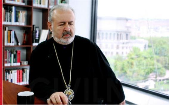 Константинопольский архиепископ Арам Атешян прибыл в Армению и встретится с Католикосом