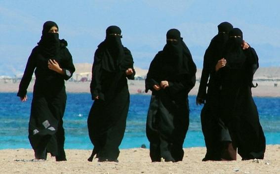Cannes Bans Full-Body Burkini Swimsuits-9617