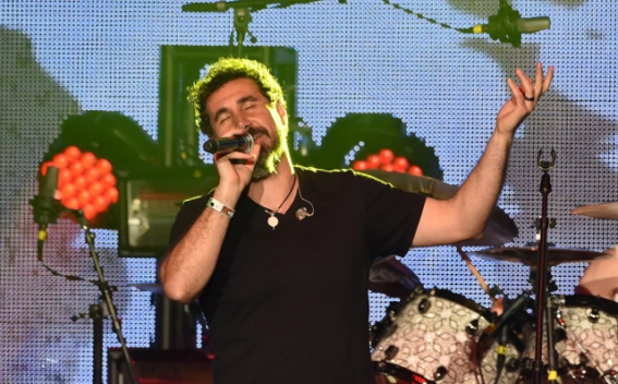Серж Танкян исполнил балладу Вестероса в рамках тура «Игра престолов: живой концерт»