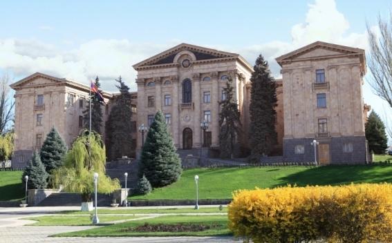 28 июня состоится внеочередное заседание парламента Армении