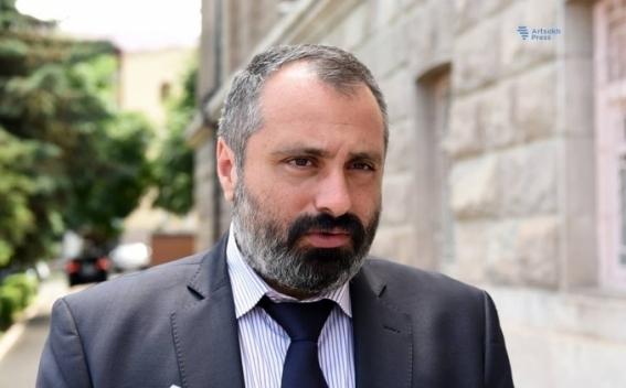 Давид Бабаян: Официальный Ереван информирует о процессе урегулирования, но должен быть восстановлен полноценный формат переговоров