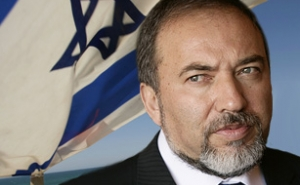 Liberman Warns Israeli Government Not to Negotiate with Hamas on Truce