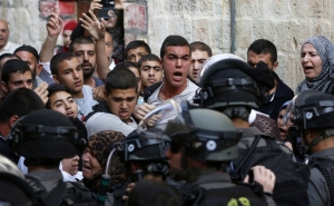 Clashes between Israeli police and Palestinians in Al-Aqsa Restarted