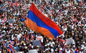 What Issues were at the Center of Attention of Armenians in 2015?