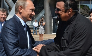 Putin Grants Russian Citizenship to US Actor Steven Seagal