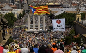 Thousands of People Protest in Barcelona for Catalonia's Independence