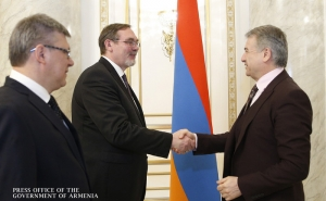 Armenian PM Holds Farewell Meeting with Russian Ambassador