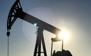 Oil Prices Drop as Iran Signals Support for Opec Output Rise
