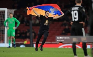 Arsenal-Qarabag: A Pitch Invader Infuriated Qarabag Players