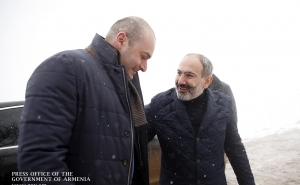 Nikol Pashinyan Holds Informal Meeting with Georgian Prime Minister Mamuka Bakhtadze in Yenokavan