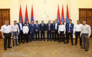 Nikol Pashinyan Meets With Second European Games Medal Winners
