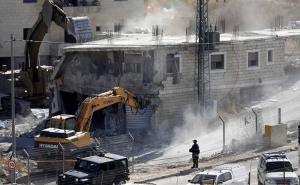 Israel Begins Demolishing Palestinian Homes near Separation Wall