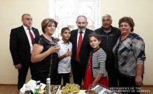 PM Attends Housewarming Ceremonies in Jrashen Community of Lori Marz