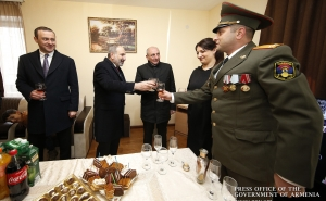 PM Pashinyan Surprises Artsakh Troops at Apartment Donation Event