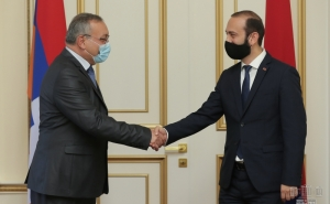 Ararat Mirzoyan Has Private Talk with President of National Assembly of Artsakh