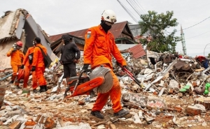 Indonesia's Quake Death Toll Reaches at Least 56