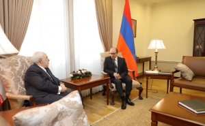 Armenia, Iran FMs' Private Conversation Kicks Off