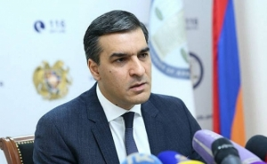 There Should Be No Flags and Signs on Roads or in Immediate Vicinity of Villages in Syunik Province: Arman Tatoyan