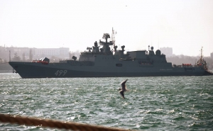Over 20 Russian Black Sea Fleet Warships Hold Joint Drills with Aircraft in Crimea